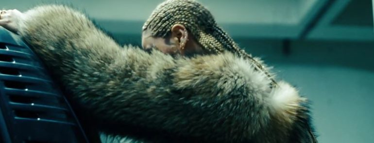 "Foto: Official YouTube Trailer ""Lemonade"""