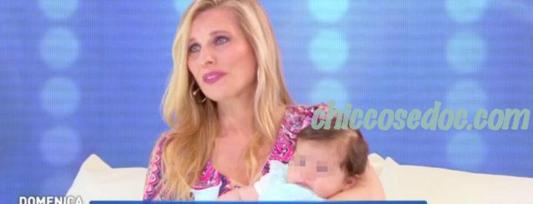 """""""DOMENICA LIVE"""" - Laura Freddi in studio con la figlia Ginevra"""