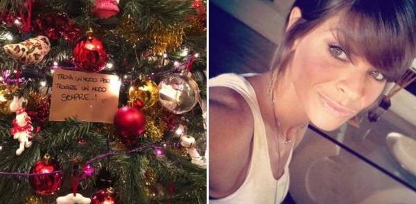 """L'albero di Natale di Alessandra Amoroso, per il settimanale """"Chi"""" nel 2019 a nozze.."""