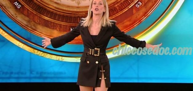 """""""ISOLA DEI FAMOSI 14"""" - Alessia Marcuzzi veste ancora Versace"""