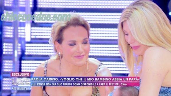 """""""LIVE - NON E' LA D'URSO"""" - Paola Caruso in studio con il figlio Michele.. Ed il suo appello all'ex Francesco Caserta.."""