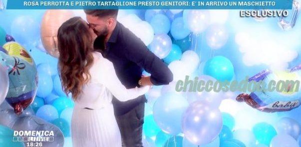 """""""DOMENICA LIVE"""" - Rosa Perrotta svela al fidanzato Pietro Tartaglione il fiocco blu in arrivo.."""