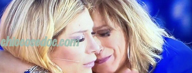 """""""LIVE NON E' LA D'URSO"""" - Paola Caruso riceve conferma in diretta dell'identità della vera madre, Imma.."""