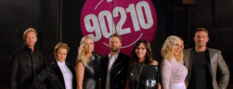 """BEVERLY HILLS 90210""- Gabrielle Carteris, Shannen Doherty, Tori Spelling, Jennie Garth, Jason Priestley, Ian Ziering e Brian Austin Green di nuovo riuniti.."