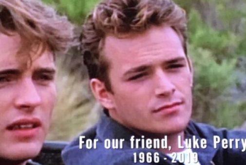 """""""BEVERLY HILLS 90210"""" - Il primo episodio del mockumentary chiuso nel ricordo di Luke Perry.."""