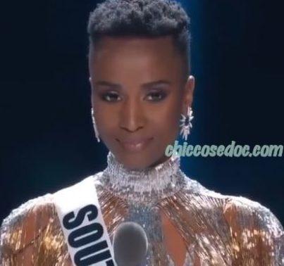 """""""MISS UNIVERSO 2019"""": VINCE ZOZIBINI TUNZI, MISS SUDAFRICA, E RICEVE LE CONGRATULAZIONI DI NAOMI CAMPBELL.."""