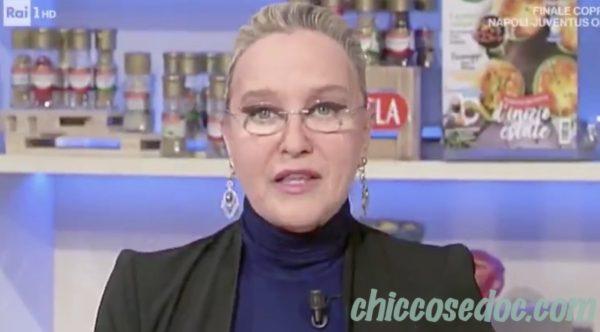 """Eleonora Giorgi, ai fornelli de """"La Prova del Cuoco"""", parlando del figlio Paolo Ciavarro.."""