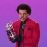 """MTV VMA 2020: VINCONO LADY GAGA, """"THE WEEKND"""" ED IL RAPPER MACHINE GUN KELLY. A TAYLOR SWIFT, INTERVENUTA VIA VIDEOMESSAGGIO, IL RICONOSCIMENTO PER LA SUA PRIMA REGIA IN """"THE MAN"""".."""