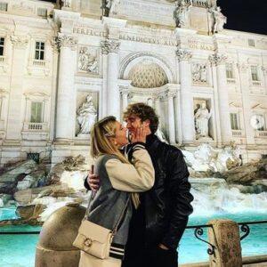 """<b>""""GRANDE FRATELLO VIP 4"""" - Clizia Incorvaia a Roma, con il fidanzato Paolo Ciavarro alla """"Fontana di Trevi""""..  Fonte: Instagram</b>"""