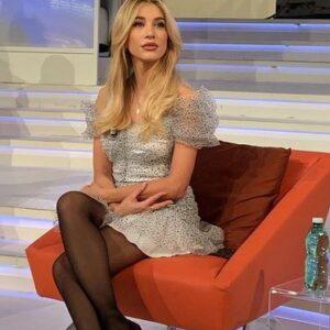 """<b>""""GRANDE FRATELLO VIP 4"""" - A """"Forum"""", ospite della puntata, Clizia Incorvaia al fianco del fidanzato Paolo Ciavarro...  Fonte: Instagram</b>"""