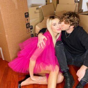 """<b>""""GRANDE FRATELLO VIP 4"""" - Paolo Ciavarro e la fidanzata Clizia Incorvaia, fra gli scatoloni, nella loro nuova casa..  Fonte: Instagram</b>"""