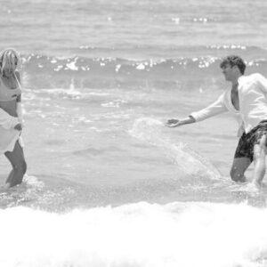 """<b>""""GRANDE FRATELLO VIP 4"""" - Mesiversario al mare a Sperlonga per Paolo Ciavarro e la fidanzata Clizia Incorvaia, fotografati in coppia da Gianluca Saragò..  Fonte: Instagram</b>"""
